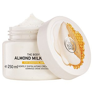 สครับผิว the Body Shop Almond Milk